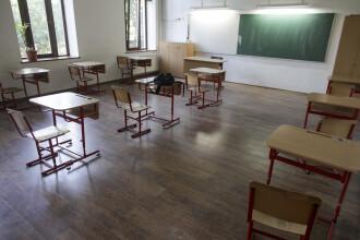 Experți britanici: Neparticiparea la cursuri reprezintă un risc mai mare pentru copii decât COVID-19