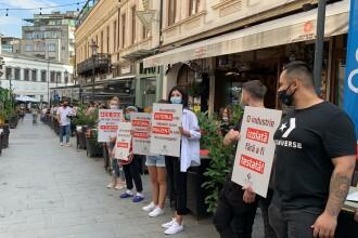 Angajații HoReCa au protestat în fața restaurantelor. Acuză ruinarea industriei