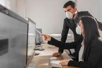 Cât de riscant este mersul la serviciu, în pandemie. Obiceiurile care ne pot îmbolnăvi