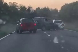 VIDEO. Șoferi filmați când se lovesc între ei cu mașinile pe o șosea aglomerată din UK