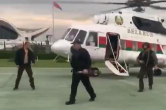 VIDEO. Lukaşenko, filmat cu vestă antiglonţ şi cu o armă automată în mână