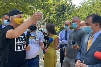 Orban a primit un lanț și un lacăt de la Ceaușescu, împotriva traseiștilor din PSD
