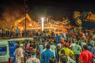 VIDEO. Un bloc de cinci etaje s-a prăbușit în India. Peste 90 de persoane, prinse sub dărâmături