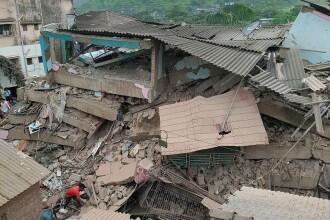 Cel puţin 100 de oameni, blocaţi sub dărâmăturile unei clădiri care s-a prăbuşit într-un oraş din India