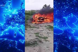 O mașină în care se aflau 2 tineri, mistuită de flăcări. Care ar fi fost cauza