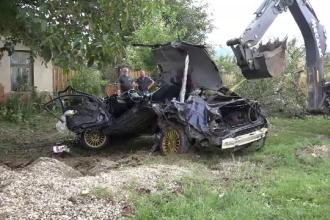 Un tânăr din Mureș a murit, după ce s-a izbit cu mașina în mai mulți copaci și o casă