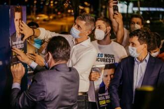 Nicuşor Dan a marcat startul campaniei electorale, lipind un afiş împreună cu Orban şi Barna
