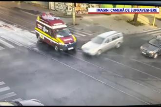 VIDEO. Momentul în care o mașină lovește o ambulanță într-o intersecție din Galați