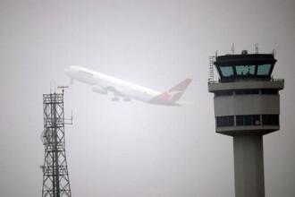 O aeronava care urma sa plece la Roma a derapat pe pista din Baneasa si a iesit din decor