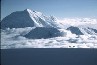 Doi alpinisti, blocati la 3.700 de m altitudine