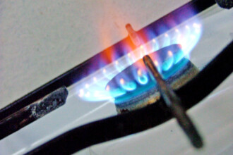 De la 1 iulie, s-ar putea ieftini din nou gazele si curentul electric!