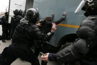 Perchezitii la persoane banuite de santaj si camata. Politistii din Cluj au ridicat mai multe documente si arme albe