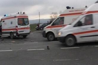 Sapte copii au ajuns la spital dupa ce microbuzul scolar in care se aflau a fost lovit de un TIR