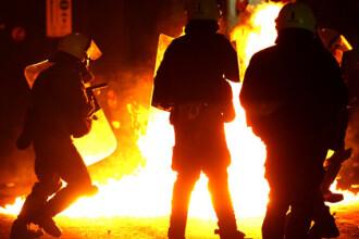 Proteste violente in Atena! Sute de tineri s-au incaierat cu politistii