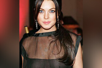 Lindsay Lohan insista sa-i vedem sanii! Va plac dotarile actritei?