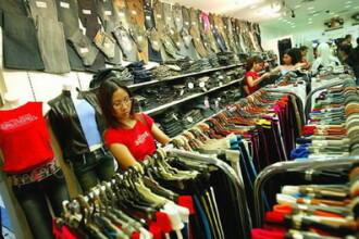 Nu mai sunt bani nici macar pentru hainele cu pret de producator!