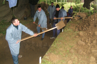 Craiova: doi muncitori au murit striviti de tone de pamant