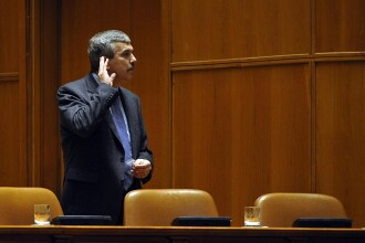 Boc l-a nominalizat pe Dan Nica interimar la MAI si a sesizat Parlamentul
