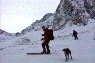 Iarna la orizont! In Bucegi, stratul de zapada masoara cativa centimetri