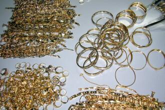 Captura impresionanta de bijuterii din aur si argint la Vama Salonta. Cat valora marfa transportata de un cetatean maghiar