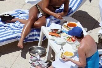 Alicia Keys mananca ciorba la plaja