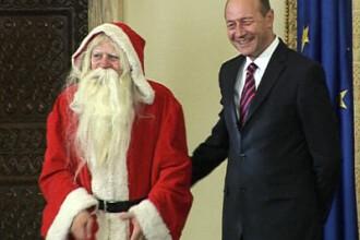 Sa traiti bine! Traian Basescu, colindat de copii