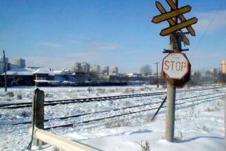 Soferul masinii cazute pe calea ferata, langa Predeal, a fost retinut