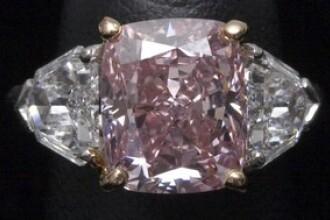 Diamantul de aproape 30 mil. dolari. Una dintre cele mai pure nestemate