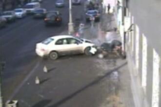IMAGINI SOCANTE! Doua femei zdrobite pe trotuar de o soferita neatenta!