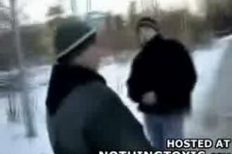 NO COMMENT: Tanar batut cu salbaticie de o banda de skinheads!