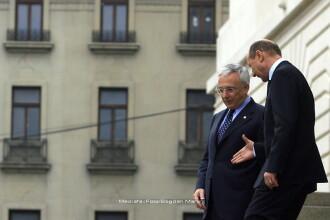 Basescu incearca sa-l convinga pe Isarescu sa accepte functia de premier