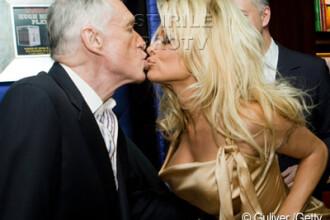 Nu e Pamela Anderson un pic cam... batrana pentru Hugh Hefner?