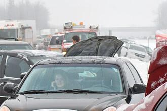 Carambol in Ialomita: 3 raniti intr-un accident in care au fost implicate 9 masini