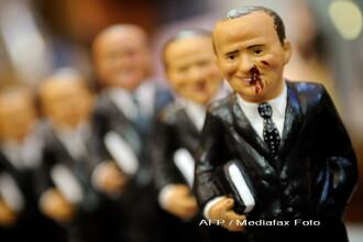 A aparut papusa Silvio Berlusconi! Ii lipsesc doi dinti si sangereaza!