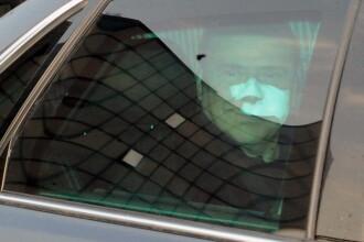 Silvio Berlusconi a fost externat din spital. E plin de bandaje