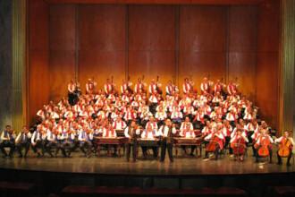 Muzica tiganeasca + colinde = reteta de succes la Targu Mures