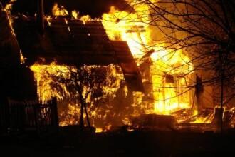Un incendiu de proportii i-a mistuit casa de vacanta
