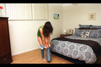 Prin ce chinuri trece o fata care se imbraca in jeansi strimti. VIDEO HD cu final apoteotic