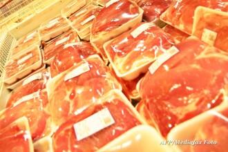 De sarbatori, carnea de porc s-ar putea scumpi cu pana la 15%. Furajele costa cat la Chicago