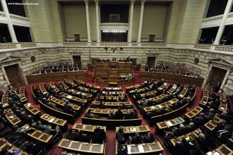 Grecia tine cu dintii de EURO. A votat un buget drastic pe 2012: salarii reduse si impozite marite