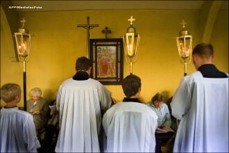 Secretele intunecate ale Vaticanului. Fostul Papa Benedict a scos din biserici 400 de preoti acuzati ca ar fi molestat copii