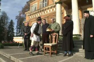 Pregatiri de Craciun la Castelul de la Savarsin. Regele Mihai a primit astazi colindatori