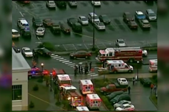 Atac sangeros intr-un mall din Statele Unite. Un barbat a impuscat doi oameni, apoi s-a sinucis