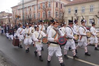 """""""Alaiul Colindatorilor"""" – 600 de tineri s-au imbracat in costume populare si au cantat colinde. FOTO"""