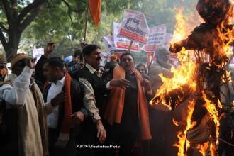 Proteste fara precedent in India, dupa ce studenta violata si torturata intr-un autobuz a murit