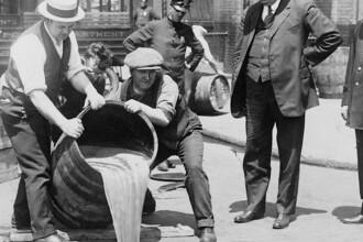 80 de ani de la abolirea Prohibitiei de alcool din SUA. Perioada in care Al Capone a condus Chicago