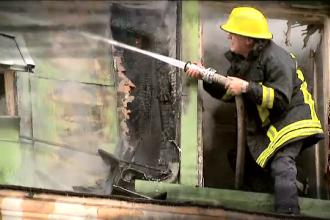 Incendiu la acoperisul unei case parasite din Capitala. Primele banuieli ale vecinilor