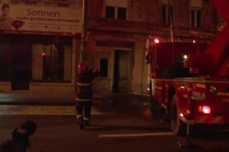 Doi pompieri raniti in timp ce incercau sa stinga un incendiu puternic in centrul Aradului