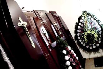 Trei reprezentanti ai unor firme de pompe funebre au dat mita de 53 de ori ca sa afle despre decese