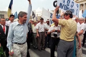 1996- 1999. Ocupata cu mineriadele, Romania rateaza intrarea in NATO, dar macar prinde Eclipsa
